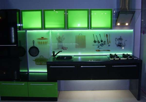 Освещение шкафчика с матовыми стеклами