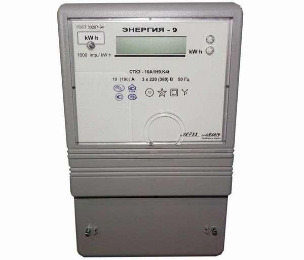 Этот счетчик СТК-3-10 позволяет оплатить электроэнергию из дома смарт-картой