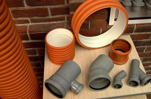 Современные трубы канализации для частного дома, сделанные из ПВХ
