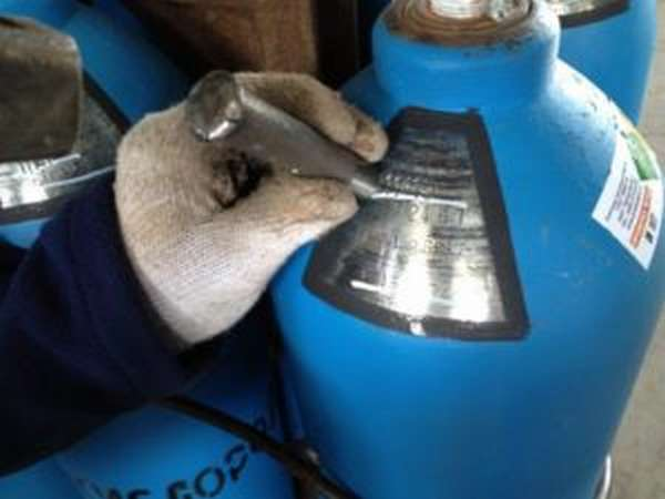 Как происходит процесс освидетельствования газовых баллонов для сварки?