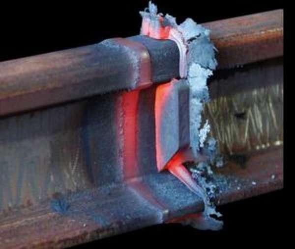Метод промежуточного литья для алюминотермитной сварки рельсов