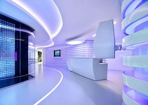 При продаже электроники часто применяют футуристический дизайн. Реализовать сложный проект в точном соответствии с планом помогут светодиодные светильники