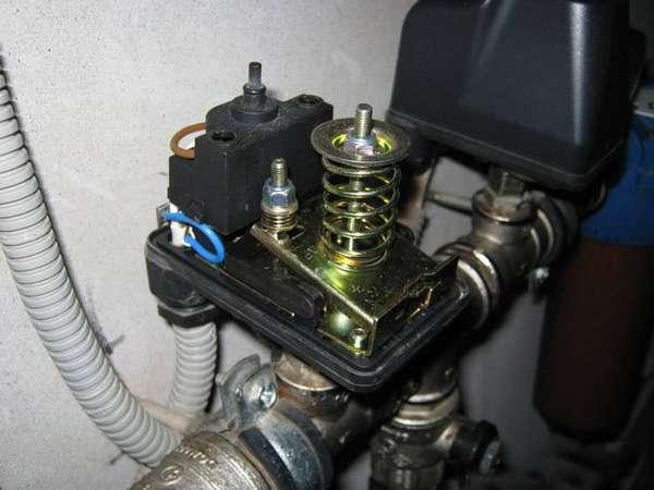 Пример смонтированного и подключенного устройства