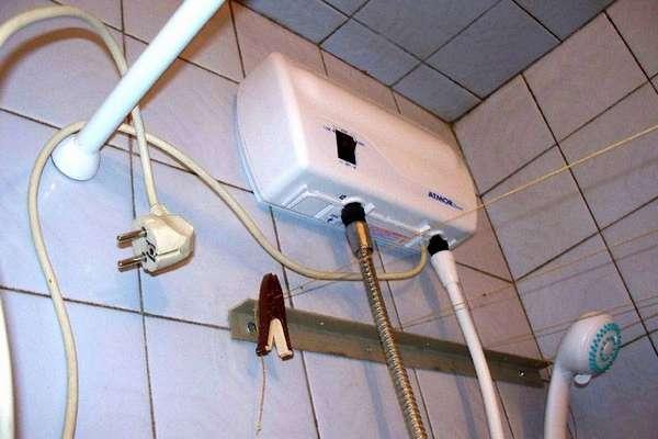 Компактную водогрейку электрическую для квартиры не сложно установить в удобном месте