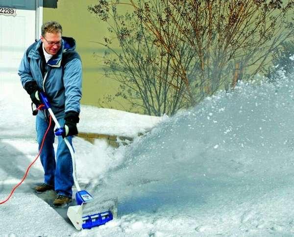 Легкие снегоуборщики не повреждают тротуарную плитку